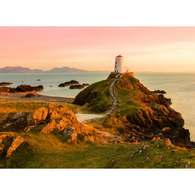 Puzzle  Grafika-02937 Old lighthouse at Llanddwyn Island, Anglesey
